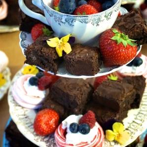 Chocolate brownies & mini-pavlovas